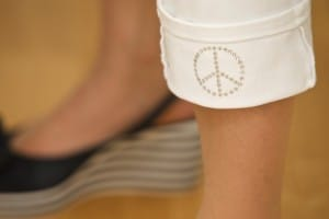 Garderoben-Check_Upcycling_Peacezeichen_Hose