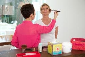 Stilberatung_Stil und Outfit_Make-up_Frauen_blonde Frau