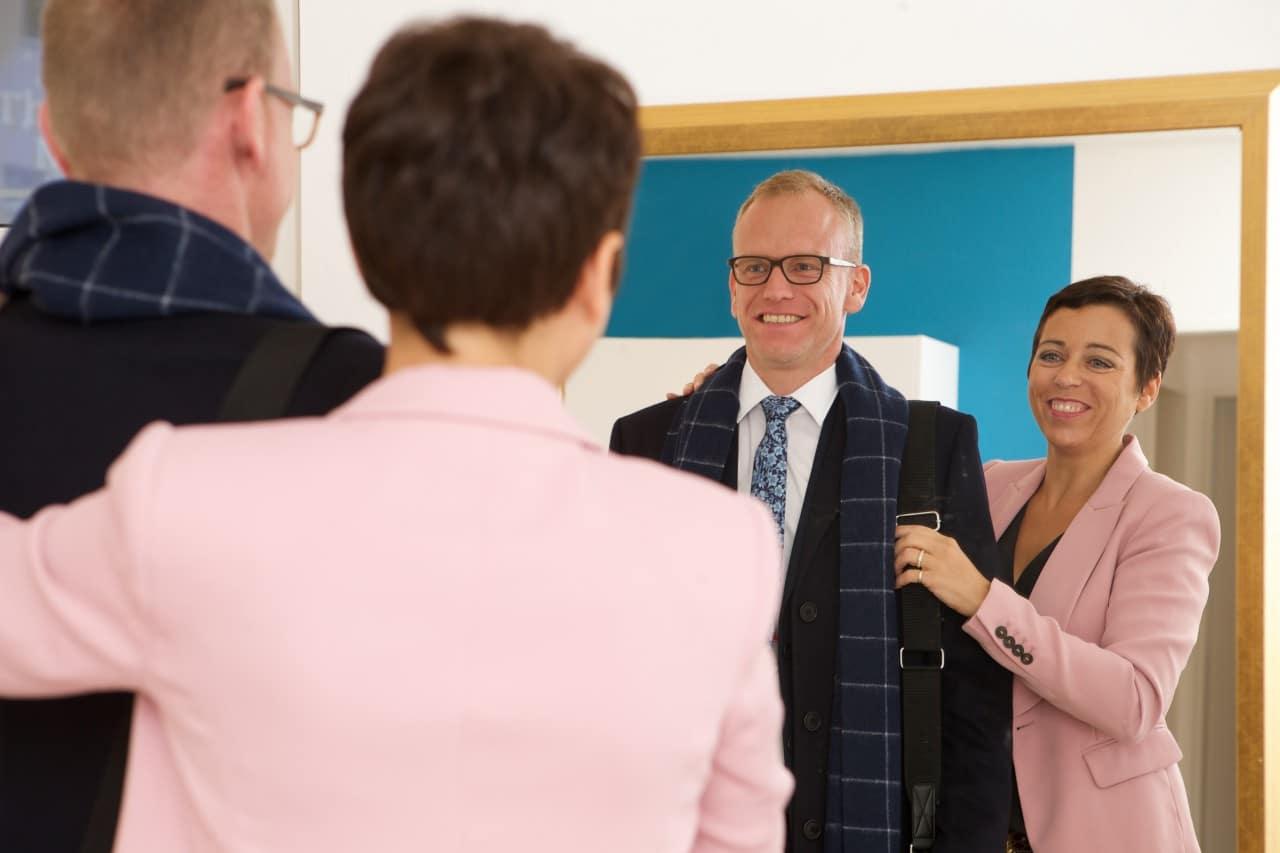 Businessplan_Businessmode, Businesskleidung Herren_Anzug mit Schal und Krawatte