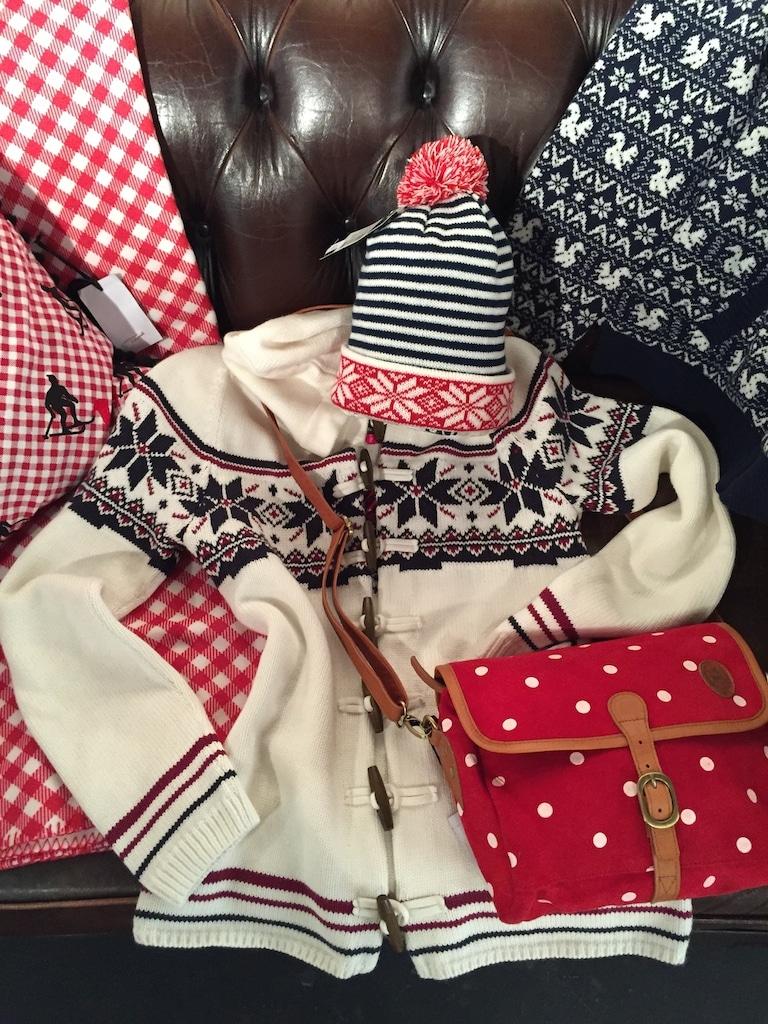 Alprausch, Strickjacke, Tasche rot, Mütze