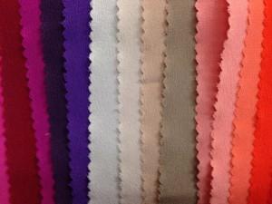 Damenmode, Businesskleidung Frauen, Helmkamp und Kallenborn, Stofffarben