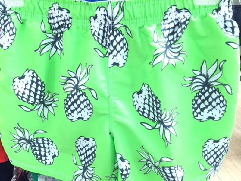 Freizeitmode Männer, Bademode Männer, Badehose grün mit Ananas