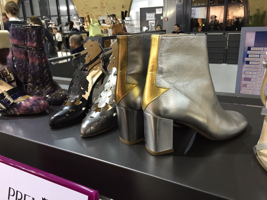 Fashion Week Schuhe mit Metallicpfeil