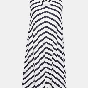 Gestreiftes Kleid für O-Figur