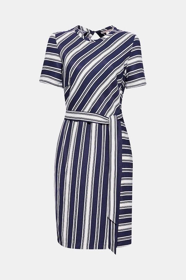 Kleid A-Figur streckend