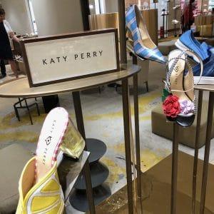 Katy Perry macht Schuhe