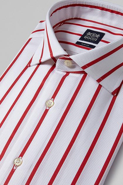 Rot gestreiftes Herrenhemd