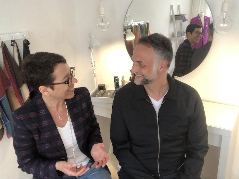 Detlef Szillat und Claudia Reuschenbach vor Spiegel