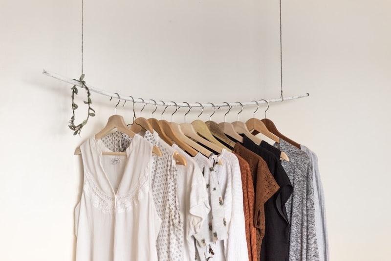 Luftige Sommer-Kleidung